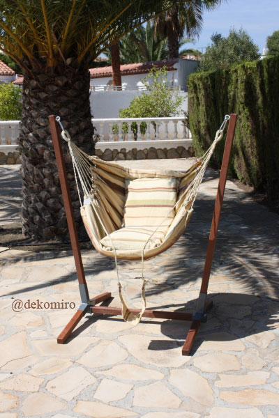 der gro e h ngesitz in harmonischen farben ist zum entspannen und relaxen optimal. Black Bedroom Furniture Sets. Home Design Ideas